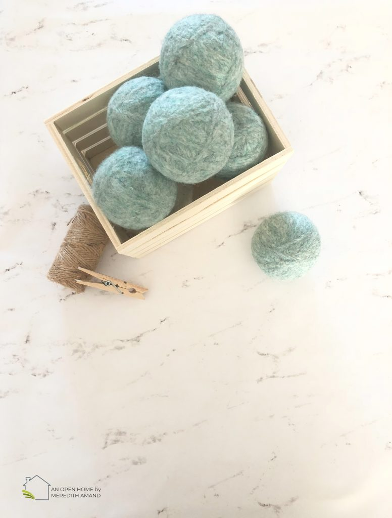DIY Wool Dryer Balls - Simple way to make your own dryer balls from yarn _ MeredithAmand.com