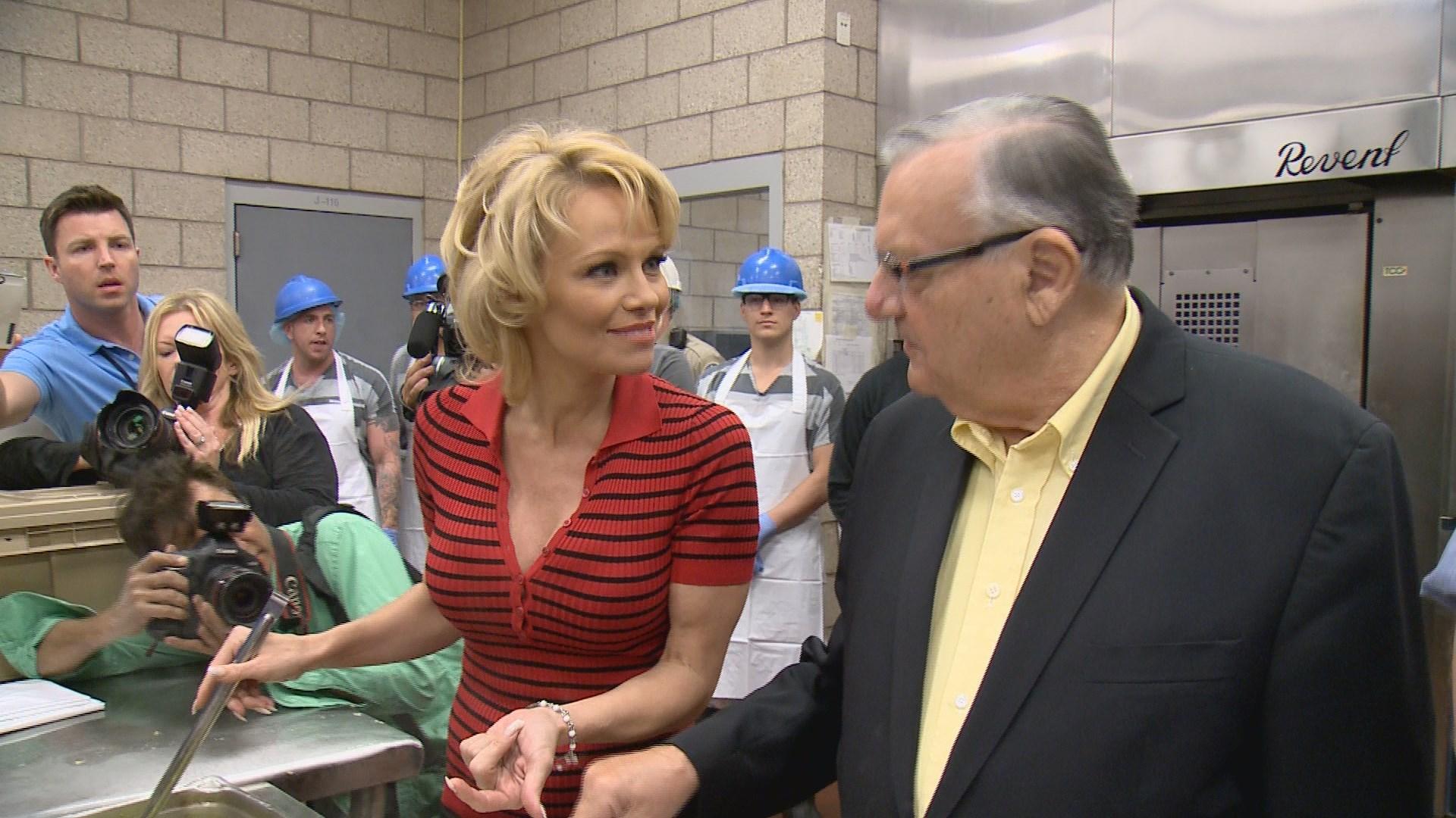 Pamela Anderson visits Maricopa County Jail promotes