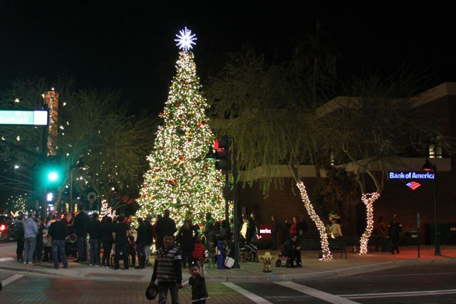 Merry Main Street begins with tree lighting ceremony