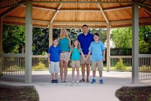 Chesapeake Arboretum gazebo family photography