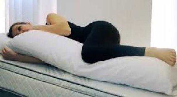 travesseiro_de_pernas_dicas_para_dormir_melhor
