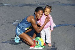 18 months after giving birth, Aselefech Mergia of Ethiopia wins the Dubai Marathon