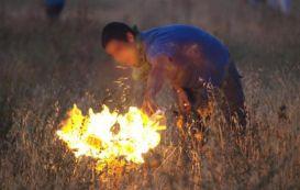 La policía localde Mérida identifica a una persona cuando intentaba incendiar unos pastos