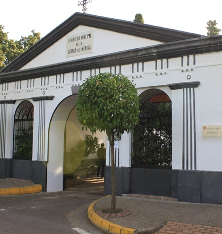 El Cementerio Municipal de Mérida cambia su horario este lunes 2 de octubre
