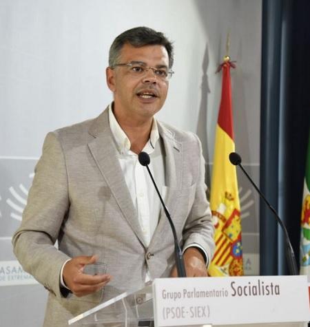 """""""Vergeles está levantando la Sanidad que el PP dejó destrozada"""""""