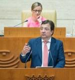 Vara anuncia la recuperación de la jornada laboral de 35 horas para los empleados públicos de la Junta de Extremadura