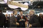 Fernández Vara valora el crecimiento del turismo en la región y plantea nuevos retos para el futuro del sector en comunicaciones y transportes
