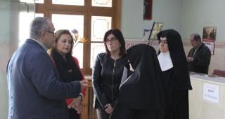 Visita al asilo de Mérida para conocer las necesidades del centro y su adaptación al certificado de dependencia