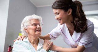 La Junta de Extremadura abre una convocatoria de empleo de Auxiliar de Enfermería para centros del SEPAD