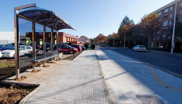 Concluyen las obras de mejora de accesibilidad de las nuevas paradas de autobuses de Mérida
