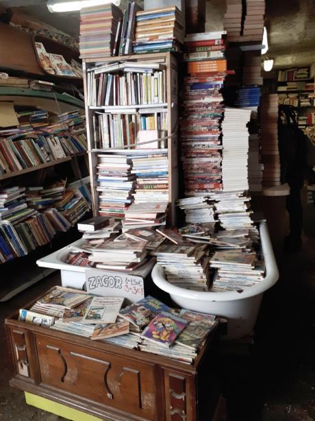 Libreria Acqua Alta - Venezia - 4.jpeg