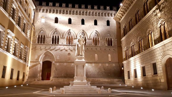 Palazzo Salimbeni Siena.jpg