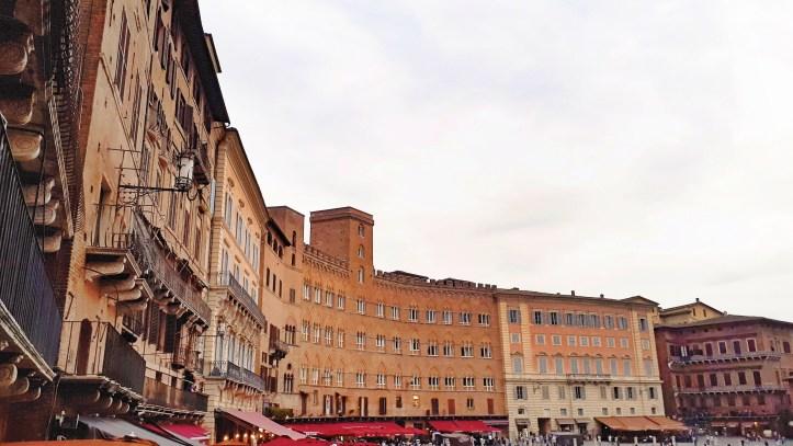 Piazza del Campo Siena.jpeg