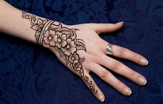 61- latest-simple-eid-henna-2017-mehndi-designs-with-images