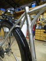 Arched seastay bridge with hidden boss for fenders.