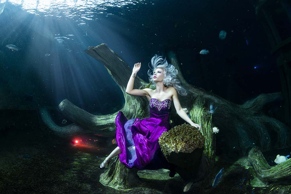 Underwater model posing at TODI in Belgium