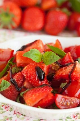 How to Make Balsamic Vinegar Glaze via @mermaidsandmojitos