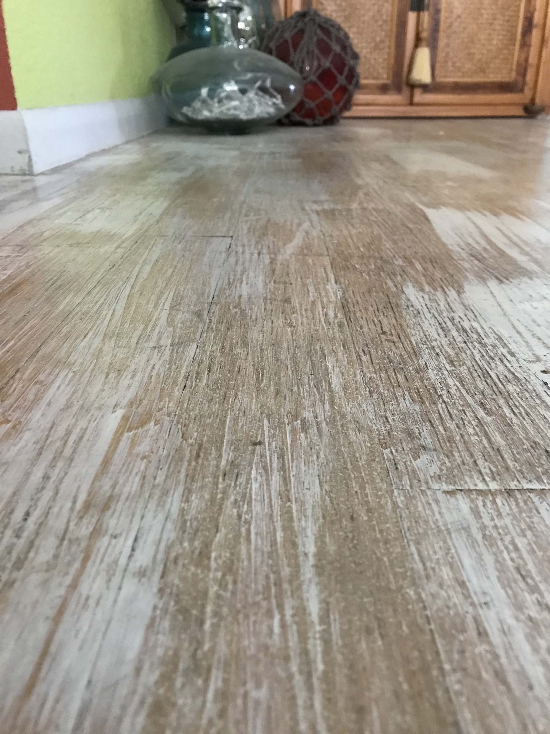 Beachy Distressed  Hardwood Floor via @mermaidsandmojitos