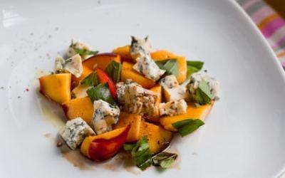 Arugula Salad with Nectarines and Gorgonzola