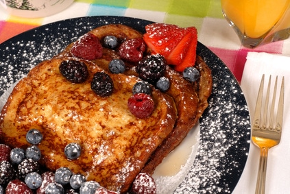 Classic Campfire French Toast via @mermaidsandmojitos