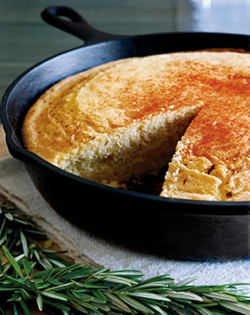 Easy Dutch Oven Cornbread | Camping Recipe via @mermaidsandmojitos
