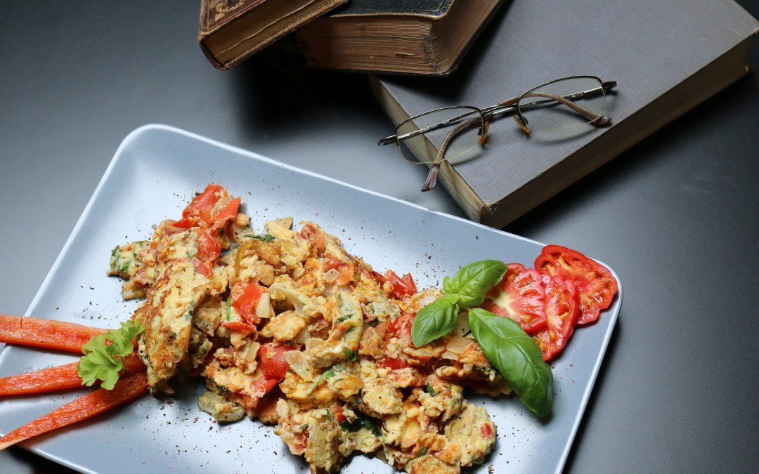 Simple Scrambled Eggs with Roasted Peppers
