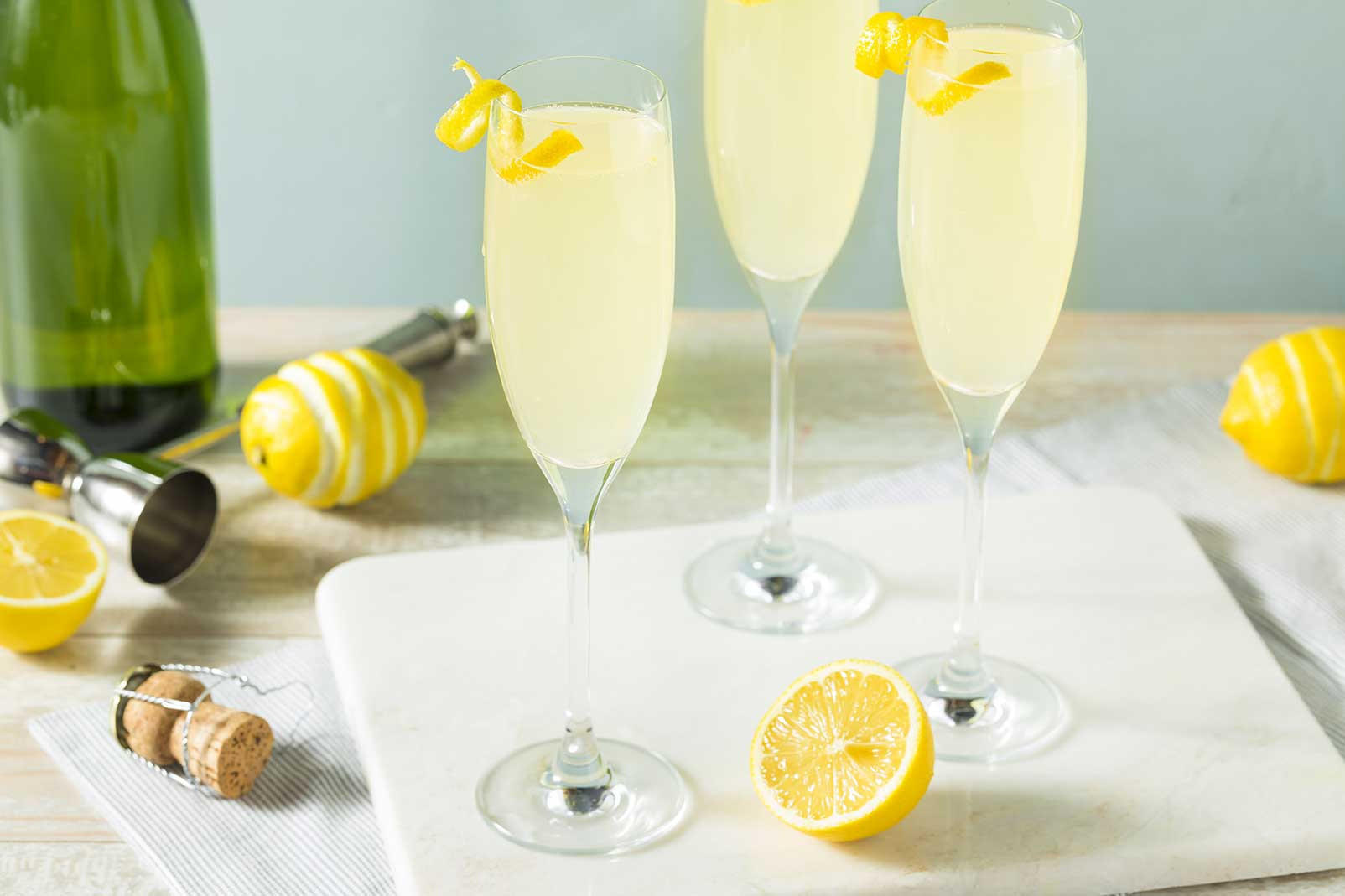 French 75 | Classic Champagne Cocktail via @mermaidsandmojitos