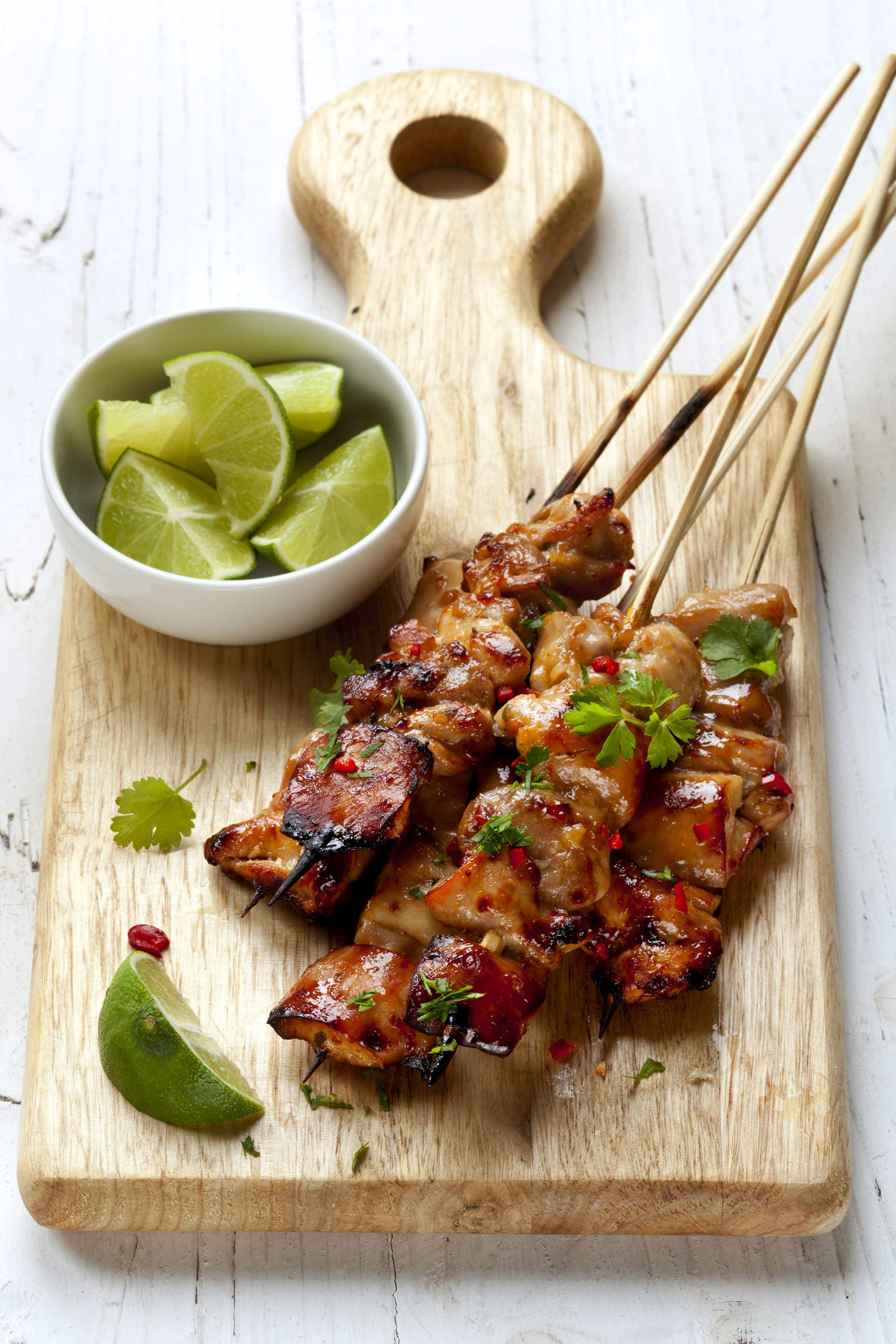 Spicy Blackberry Bourbon Grilled Chicken Skewers via @mermaidsandmojitos