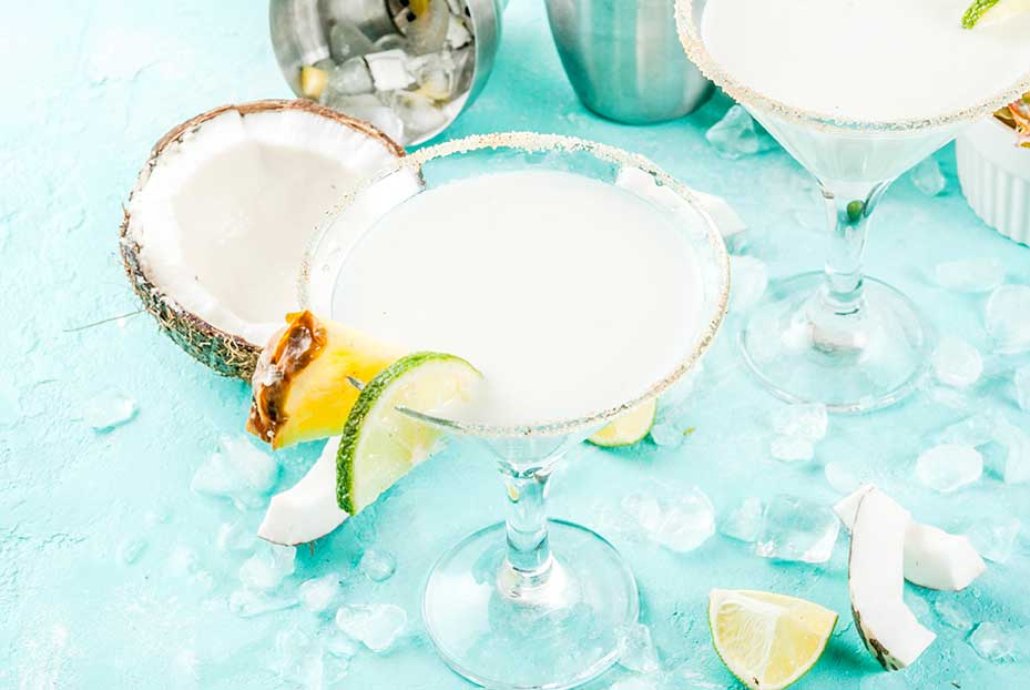 Coconut Vodka Martini | Tropical Storm Warning Martini via @mermaidsandmojitos