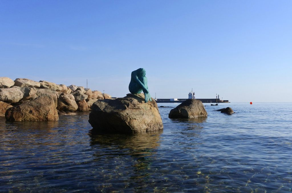 Mermaid sculpture in Ile Rousse