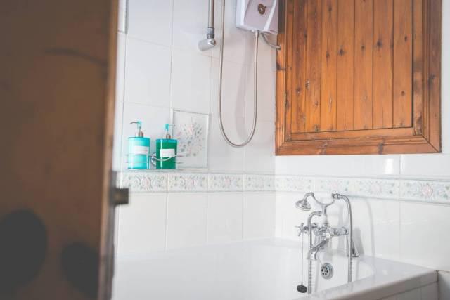 MerokMillHouse-SelfCatering-Bangor-NorthernIreland-Bathroom-Closeup1