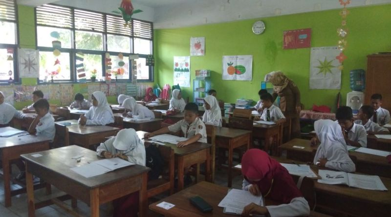 Kasi Sarpras Dinas P & K Pinrang Pantau Pelaksanaan Ujian SD