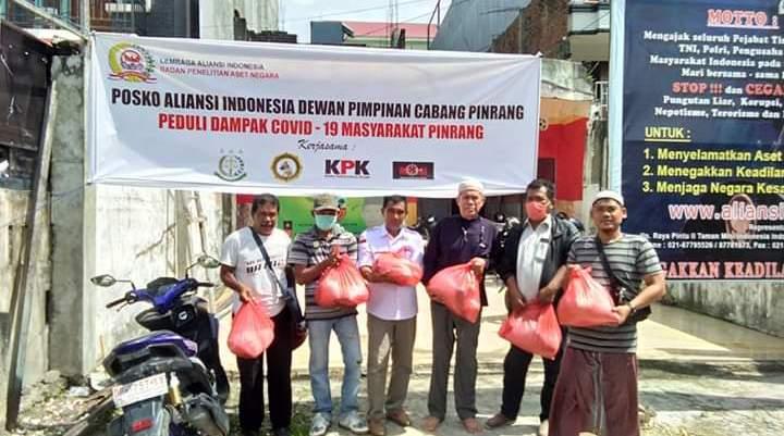 Keluarga Besar H. Ahmad Edy Baramuli Salurkan Bantuan Sembako