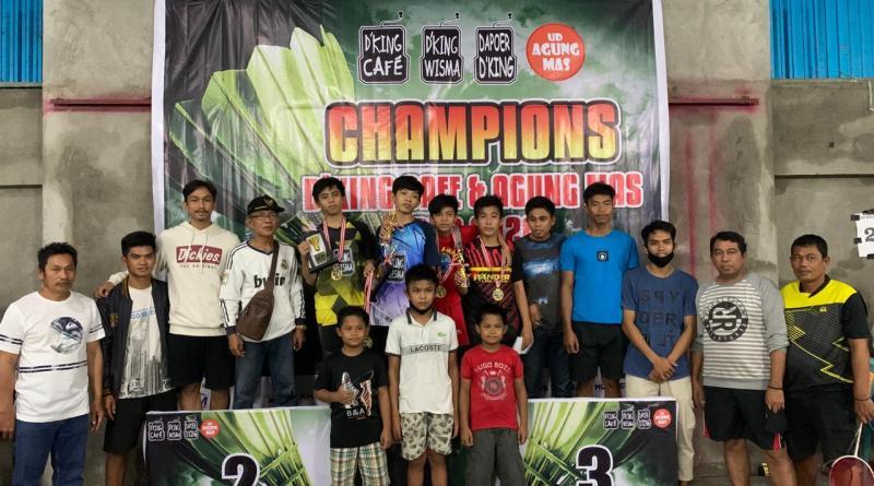 Binaan PB Mandiri Juarai Turnamen Badminton D'King Cafe-UD Agung Mas
