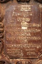 13_ commemorative lamp-post and piyau