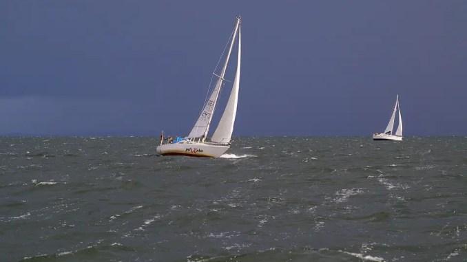 voilier dans un coup de vent