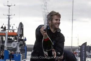 François Gabart, skipper du Trimaran Macif, bat le record autour Tour du Monde en Solitaire en Multicoque en 42 jours,16 heures, 40 minutes et 35 secondes