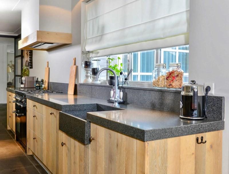 Eiken keuken Hoeven overzichtsfoto
