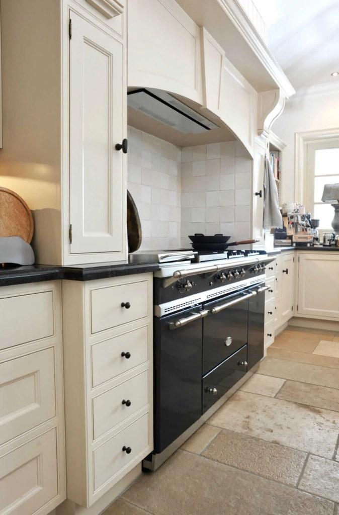 Witte keuken Breukelen Lacanche fornuis