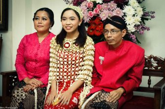 Three siblings. Dinda is the youngest from the three