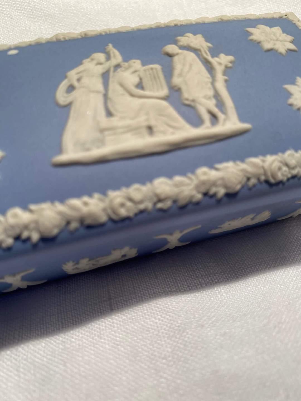 Boite bleue Wedgwood merveilles de marie