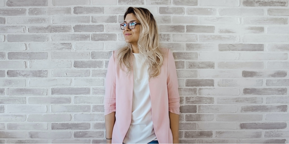 Simple and casual blazer outfit with a white t shirt