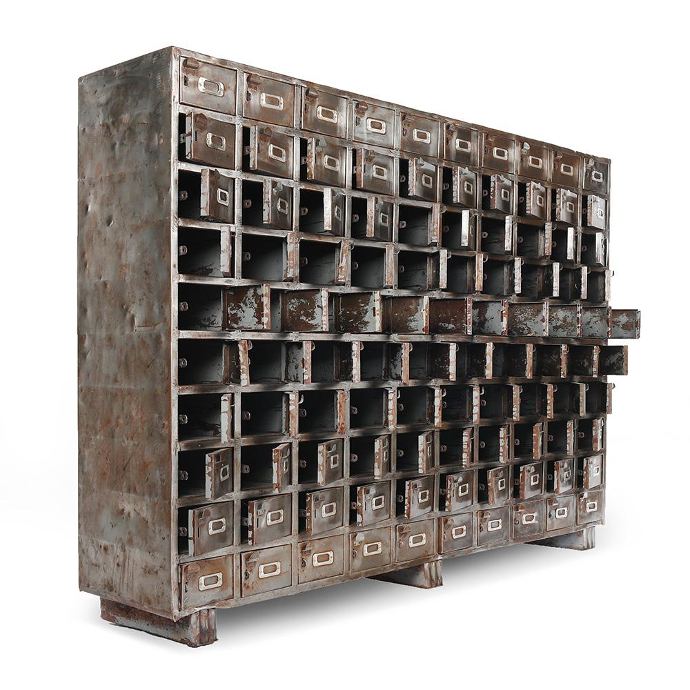 grand meuble industriel a 100 casiers en metal mes decouvertes julien cohen