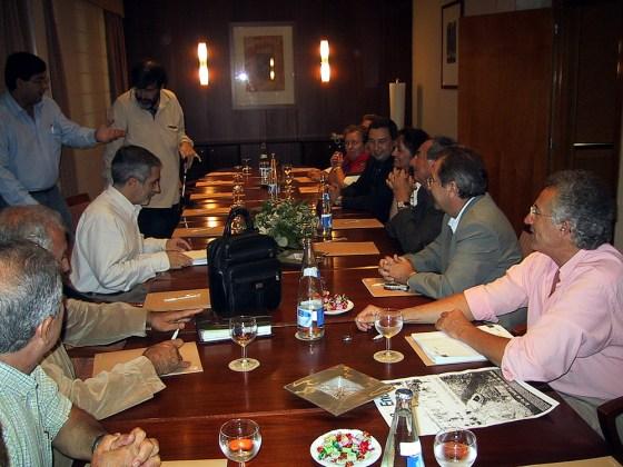 22-10-2004 Reunión de la Mesa de la Ría con Gaspar Llamazares (IU) quien, después en su co-gobierno con Zapatero, no apoyó la paralización de la obra ilegal de la Térmica de Endesa.