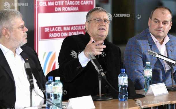 Poetul Mircea Dinescu, despre interesul românilor pentru carte: Am trecut de vale şi suntem pe un deal