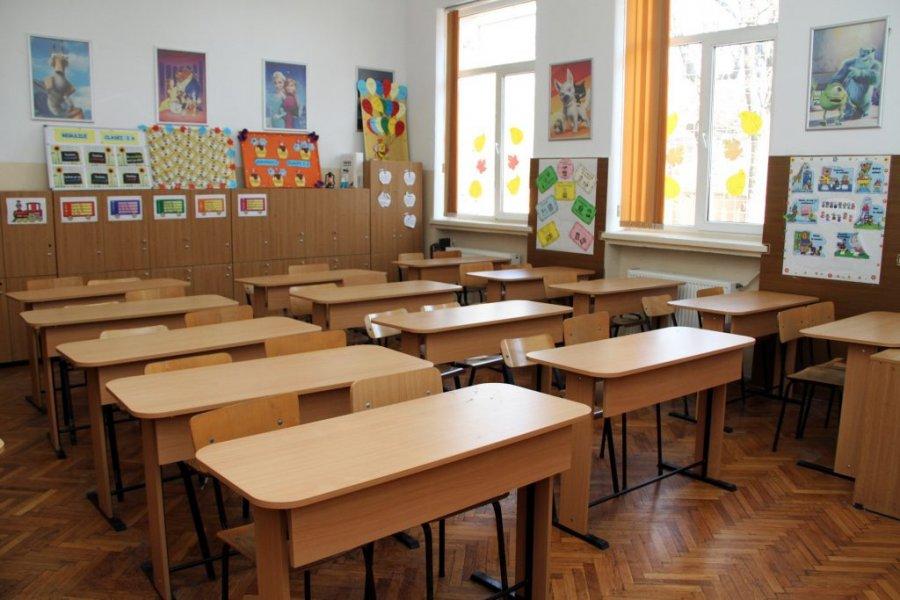 """Unitățile de învățământ din orașul-stațiune Covasna intră în """"scenariul galben"""""""