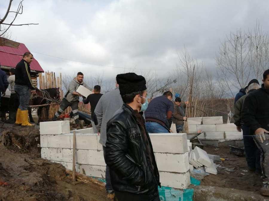 Reportaj la fața locului, la Doboșeni,  unde o familie cu opt suflete are nevoie de sprijinul nostru!