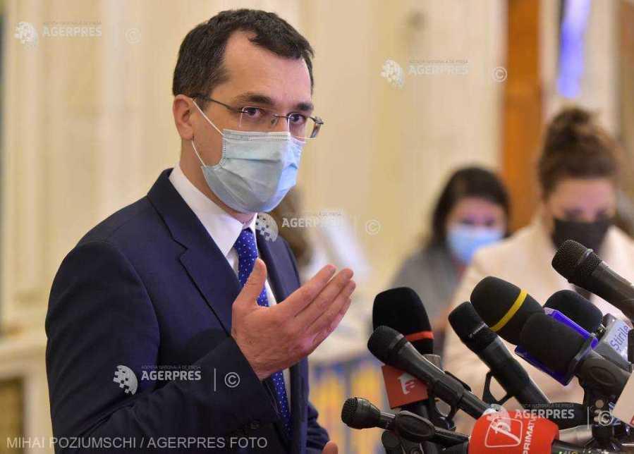 Ministrul Sănătăţii, Vlad Voiculescu, a declarat luni că vaccinarea şi testarea anti-COVID-19 sunt soluţii pentru deschiderea unor activităţi.