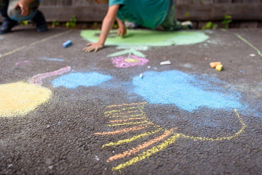 Aproape 300 de copii au desenat străzile din Sfântu Gheorghe în weekend