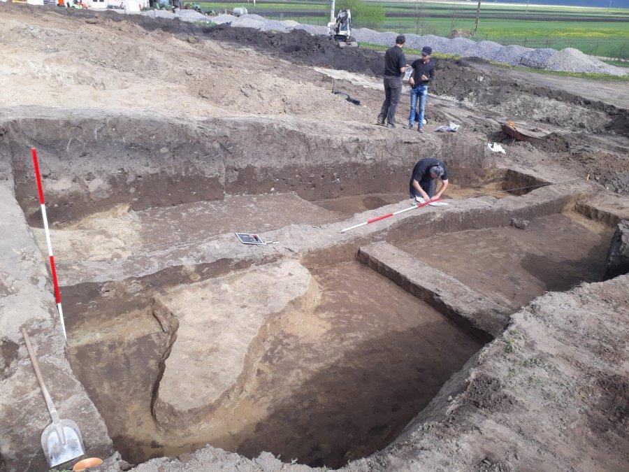 Arheologi din cadrul Muzeului Național al Carpaților Răsăriteni au realizat cercetări arheologice în situlDealul Mic din localitatea Sântimbru